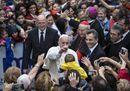 Il Papa a S. Egidio: bagno di folla a Trastevere