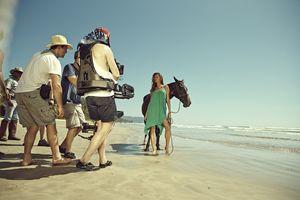La modella brasiliana Gisele Budchen posa per una campagna di H&M.