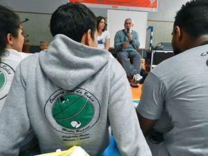 Mestre Itapoan durante una conferenza sulla capoeira.