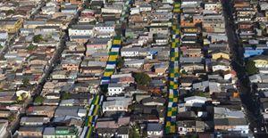 Un'immagine aerea dei sobborghi poveri di Manuas, oggi. Foto Reuters.