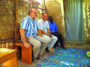 I due missionari vicentini nella loro missione, prima del rapimento. In copertina: alcuni seguaci di Boko Haram.