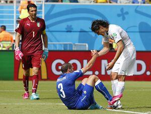 Edison Cavani durante Italia - Uruguay (Reuters).