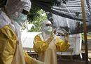 6.ebola vestizione2