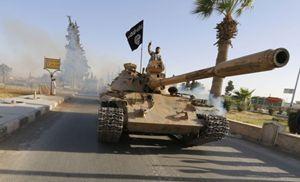 Truppe dello Stato islamico dell'Iraq e del Levante (Isil) manovrano attorno a Mosul. Foto Reuters.
