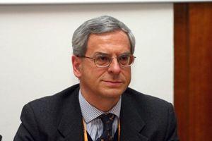 Il professor Edoardo Greppi.
