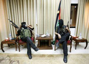 Miliziani di Hamas (Reuters Pictures).