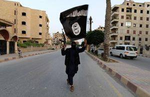 Un soldato dello Stato islamico della Siria e del Levante (Isil). Foto Reuters.