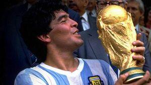 1986: Maradona bacia la Coppa del mondo. La Germania ha perso la finale, unica sconfitta mondiale contro l'Argentina.