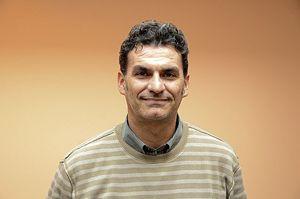 Mariano Lugli, vicedirettore delle operazioni di Msf a Ginevra. In copertina, Saverio Bellizzi durante la sua permanenza in Guinea (Foto MSF).