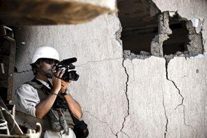 Un'immagine d'archivio di James Foley, 40 anni, giornalista freelance americano, autore di vari reportage pubblicati da importanti media d'oltreoceano: il 22 novembre 2012  è stato  rapito nel Nordovest della Siria; il 19 agosto è stato decapitato dall'Isil, l'esercito dello Stato islamico della Siria e del Levante.