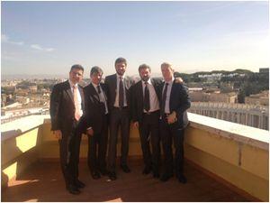 La delegazione del M5S dopo l'incontro in Vaticano del 18 ottobre 2013. Da sinistra: Paolo Palleschi, Andrea Aquilino, i deputati Alessandro Di Battista e Massimo Artini, il senatore Nicola Morra.