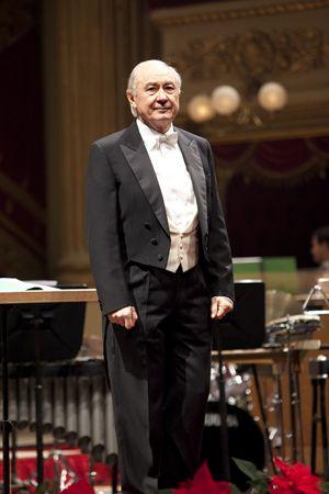 Bruno Casoni, direttore del coro scaligero. In alto: Riccardo Chailly.