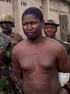 Una rara immagine di Ustaz Mohammed Yusuf, fondatore di Boko Haram, al momento dell'arresto, nel 2009.