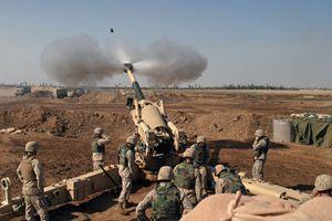 Fallujah, novembre 2004: i cannoni americani sparano contro la città.