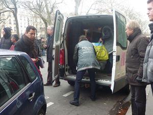 La polizia scientifica si prepara per le rilevazioni nella zona dell'attentato (foto di E. Morletto).