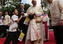 Il Papa a Manila: «Se togliamo i poveri dal Vangelo non capiamo Gesù»