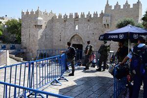 La postazione della polizia israeliana presso la Porta di Damasco (foto F. Scaglione).