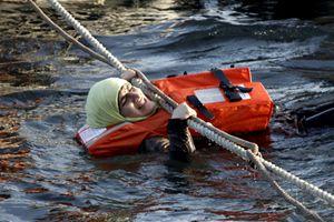 Il salvataggio in mare di una migrante (Reuters).
