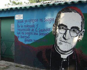 Un murales con le parole di Romero