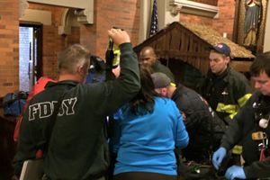 L'arrivo della polizia e del personale sanitario dopo il ritrovamento del bambino