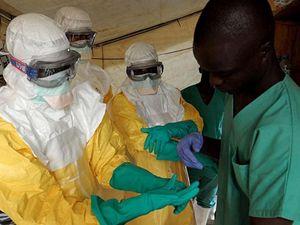 Operatori del Cuamm-Medici con l'Africa quando infuriava l'epidemia.