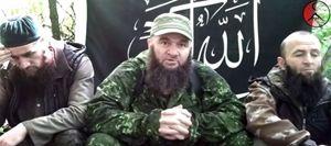 """Doku Umarov (al centro), che nel 2007 si proclamò """"Califfo  del Caucaso""""."""