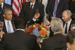 Un brindisi tra Barack Obama e Vladimir Putin (Reuters).