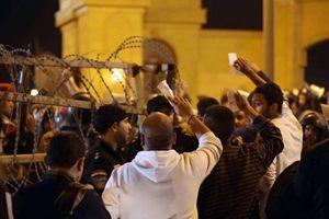 I disordini allo stadio del Cairo (Reuters).