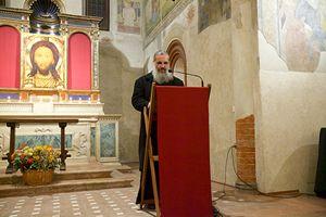 La preghiera di padre Makar (foto S. Pasta).