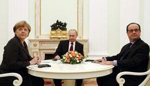 Angela Merkel e Francois Hollande con Vladimir Putin al Cremlino (Reuters).