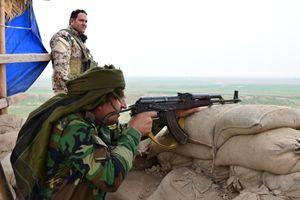 Peshmerga sul fronte di Makhmour (foto di F. Scaglione).