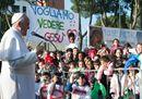 """Papa Francesco, ancora in periferia: """"Qui gente buona, ma povera"""""""