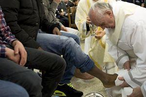 Pasqua 2013: il Papa tra i detenuti di Casal di Marmo (Reuters).