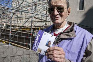 Uno dei volontari (foto Paolo Siccardi)
