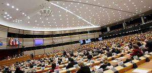 Il Parlamento europeo. In copertina: lavorazione del coltan in Congo.