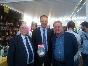 Da sinistra: Gianfranco Cattai, Roberto Moncalvo e l'attore Antonello Fassari