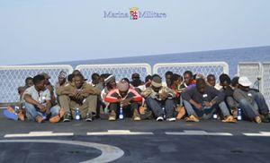 Migranti recuperati da una delle navi di Mare Nostrum (Reuters).