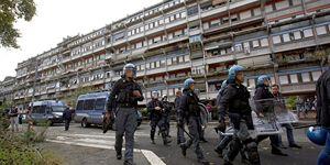 La polizia schierata a Tor Vergata, nei giorni delle tensioni.