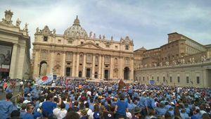 Roma, sabato 13 giugno: l'incontro degli scout con papa Francesco in piazza San Pietro. Foto tratta dal sito ufficiale dell'Agesci (come anche la prima, in alto, sopra il titolo).