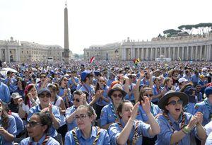 Roma, sabato 13 giugno: l'incontro degli scout con papa Francesco in piazza San Pietro. Foto Ansa.