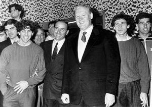 Silvio Berlusconi con Niels Liedholm. Si riconoscono Baresi e Tassotti.