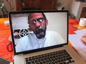 Il dottor Leonardo Frisari, di Msf, che sta operando in Yemen, durante l'intervista.