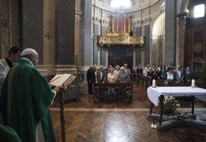Torino, lunedì 22 giugno 2015.  Un momento dell'incontro del Papa con i suoi parenti. Francesco celebra Messa nella cappella dell'arcivescovado di Torino. Foto: Osservatore Romano.