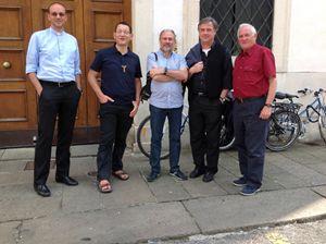 Da sinistra: don Leopoldo Rossi, don Maurizio Bolzon, don Gianantonio Allegri, don Giampaolo Marta e don Arrigo Grendele, direttore dell'Ufficio missionario della diocesi di Vicenza (foto R. Gobbo).