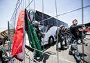 Roma, rifugiati accolti con lanci di bottiglie, sedie e sassi