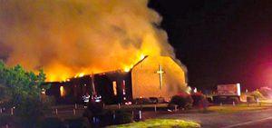 Qui e in copertina: alcune delle chiese date alle fiamme negli Stati Uniti nelle ultime settimane.