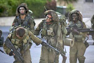 Soldati dell'esercito israeliano durante un'esercitazione (Reuters).