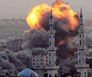 Una delle tante esplosioni a Sana'a.
