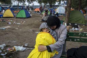 Una tendopoli di migranti in Serbia (Reuters).