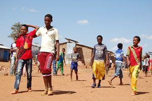 Giovani eritrei in un campo profughi in Etiopia, poco dopo essere fuggiti dalla madrepatria.